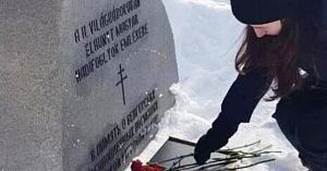 Памятники и цветы оккупантам?