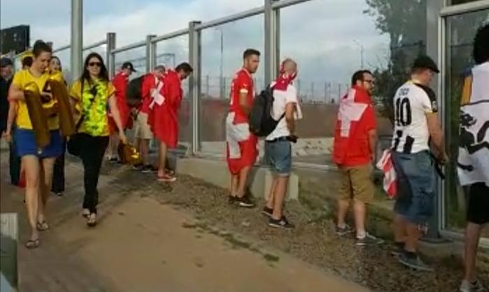 Швейцарские болельщики перед матчем прилюдно справляли нужду