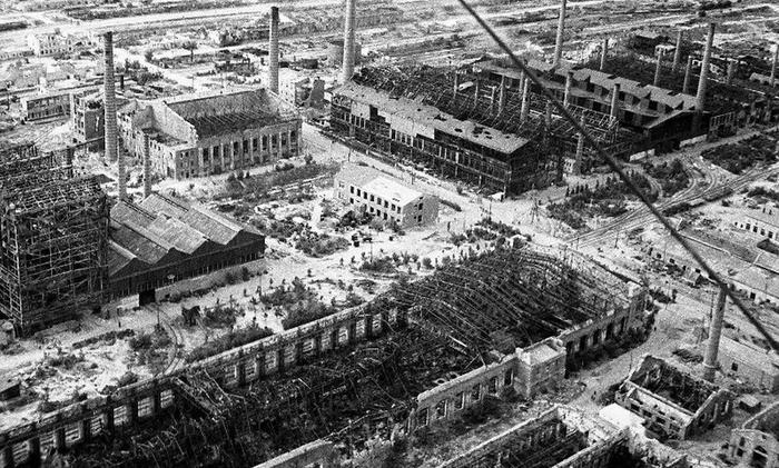 Сталинградский тракторный завод во время Сталинградской битвы (источник: https://clck.ru/V5wmJ)