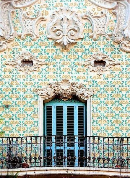 Балконы и эркеры Барселоны. 3