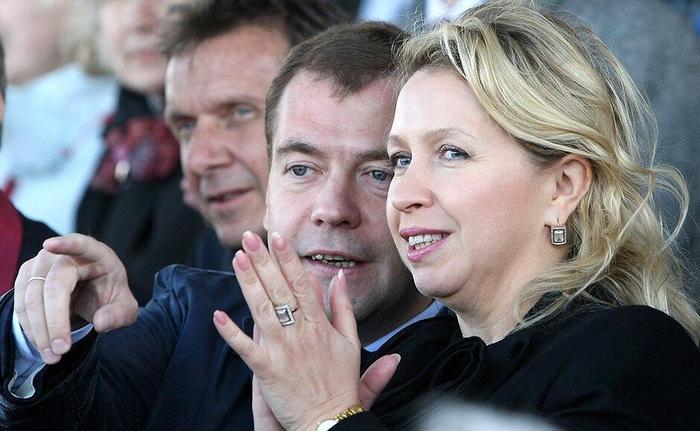 Родственные души. Двоюродные сёстры и братья Светланы Владимировны Медведевой. Все как на подбор - талантливы и успешны