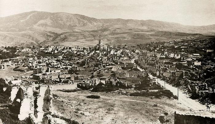 Разгромленные армянские кварталы в Шуше.