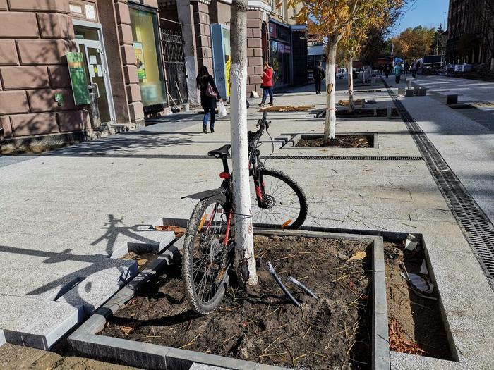 Саратовская смекалка. Велосипед надёжно запаркован.