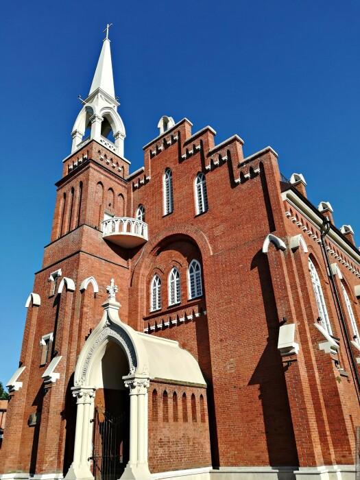 Высота здания со шпилем составляет почти 25 метров. /Фото: tourister.ru