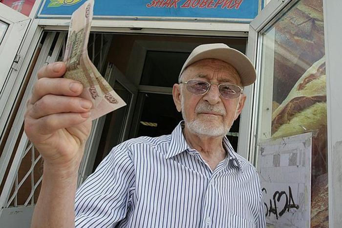 Почему пенсионерам не выгодно работать официально, а лучше получать зарплату в конвертах