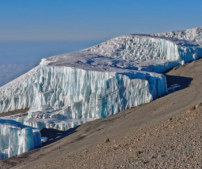 Лед на верхушке Килиманджаро