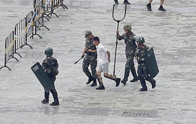Китайская вилка.Новшества для борьбы с протестующими