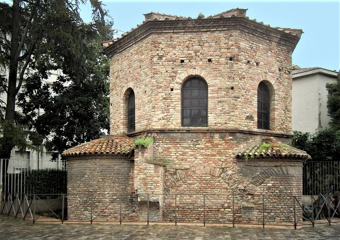 Арианский баптистерий, Италия, около 500 г.