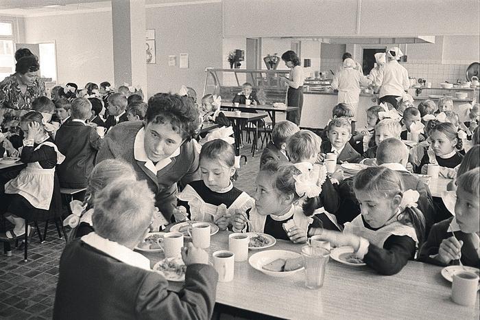 Картинки по запросу школьная столовая в ссср