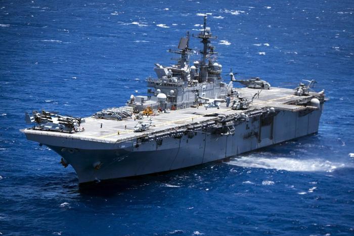 Универсальный десантный корабль (УДК) USS America LHA-6