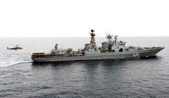 """Боевой вертолет Ка-52 """"Аллигатор"""" во время пробной посадки на палубу противолодочного корабля Северного флота """"Вице-адмирал Кулаков"""""""