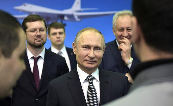 http://static.kremlin.ru/media/events/photos/big2x/FuNawc73Vq4gQ0W7rWYAqpp9rS3SBKwJ.jpg