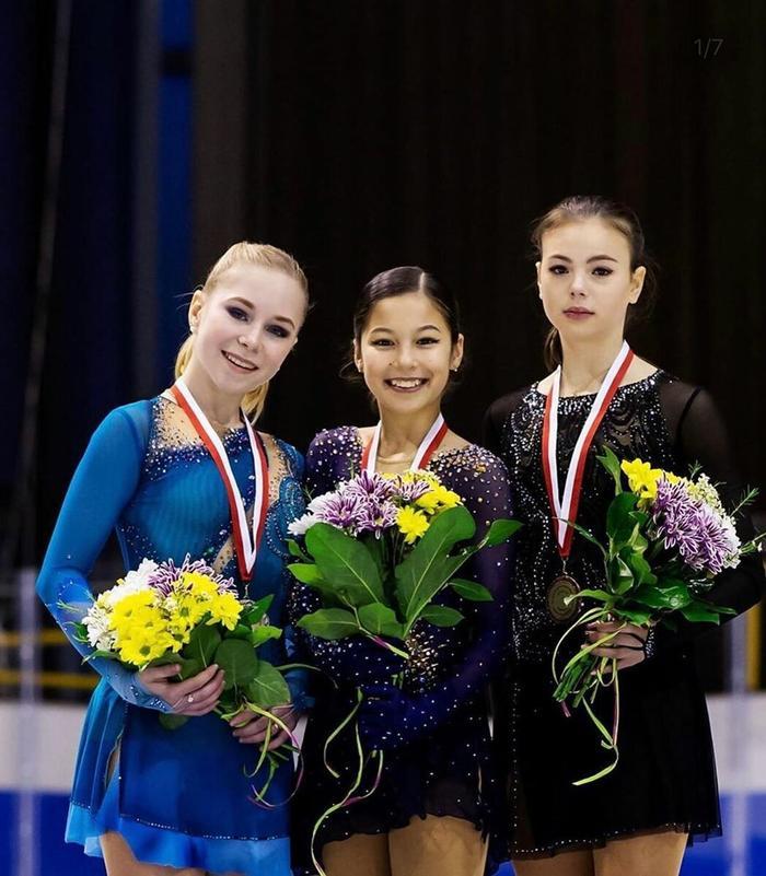 Виктория Васильева (слева)