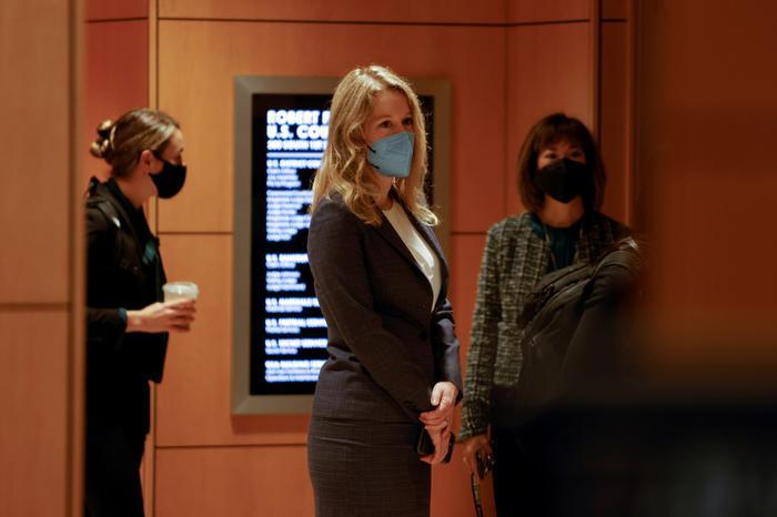 Элизабет Холмс приехала на судебное заседание.