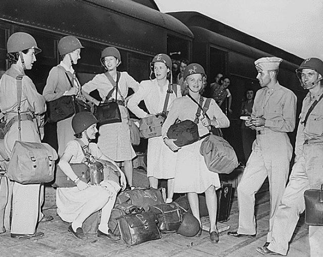 Военные корреспонденты и сотрудники Управления стратегических служб уезжают из Вирджинии, США