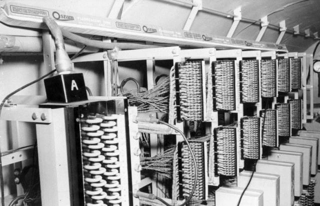 Оборудование в туннеле, прокопанном ЦРУ в рамках операции «Золото», для прослушки советских сетей связи в Берлине