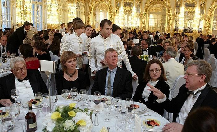 Россия-первая по числу новых миллиардеров, но по благополучию народа-далеко не в первой сотне. Почему так? Новые цифры...