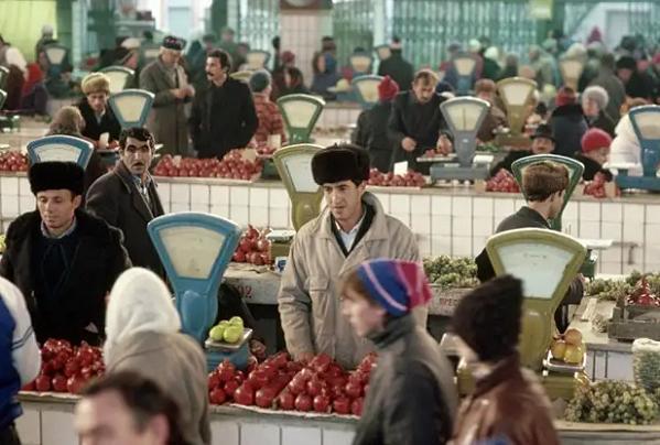 """Кавказцы никогда не уважали """"понаостававшихся"""" москвичей, живущих только на зарплату. (фото из открытых источников."""