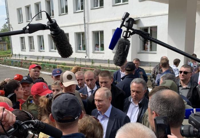 Та самая встреча Владимира Путина с пострадавшими от наводнения