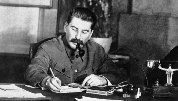 Стоит ли печалиться об утраченном, если мы сохранили труды товарища Сталина? (фото из открытых источников)