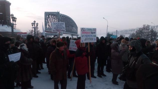 Жители Новосибирска вышли на митинг, требуя отменить постановление о росте тарифов на услуги ЖКХ на 15%