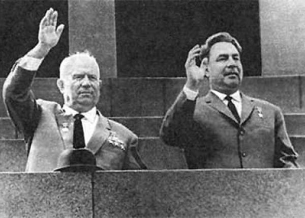 Леонид Брежнев, Никита Хрущев|Фото: proza.ru