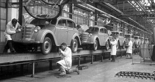 Автопром в Советском Союзе всегда был как хромая лошадь: отставание от мировых тенденций в этой сфере было велико.