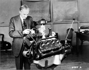 первый двигатель в мире V-8