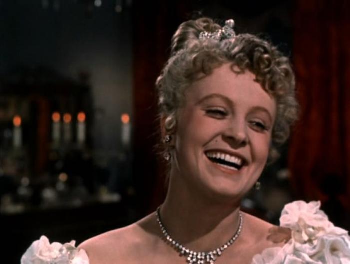 Как первый красавец советского кино 9 лет добивался женщину, которая была равнодушна к нему и забеременела от другого