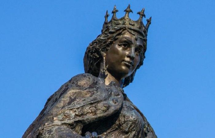 Первая королева Анна Европы: как русская княжна переходила все границы.