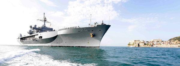 """Командный корабль USS """"Mount Whitney"""" ВМС США (главный участник учений)"""