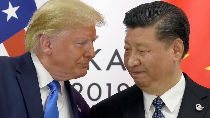 Президент США Дональд Трамп и председатель КНР Си Цзиньпин в ходе встречи на саммите G20 в Осаке. 29 июня 2019 - РИА Новости, 1920, 26.10.2020