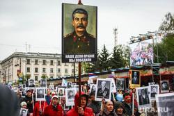 Парад Победы. Тюмень , портрет сталина, бессмертный полк