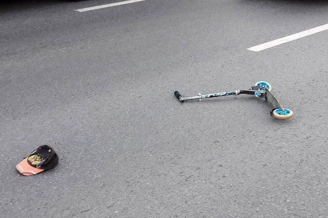 Женщина сбила ехавшего на электросамокате сына
