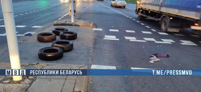 Ночью и утром неизвестные жгли покрышки в различных районах Минска