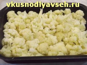 отварить капусту и выложить в форму