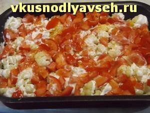 выложить слой нарезанных помидоров