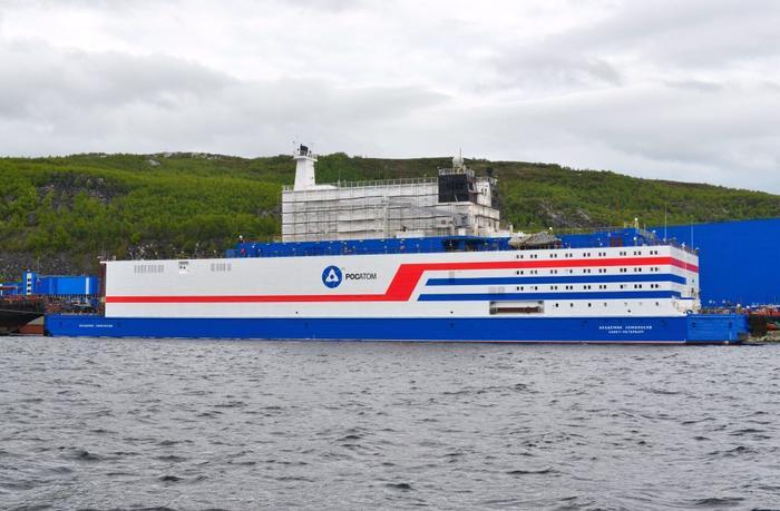 Первый в мире плавучий энергоблок передан заказчику