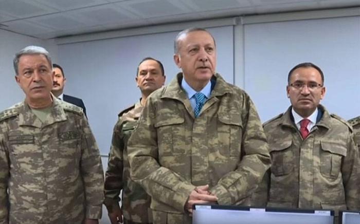 «Блумберг»: Эрдоган направил один пистолет на Запад, а другой держит у собственного виска