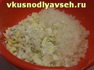 готовим начинку, рис и яйца