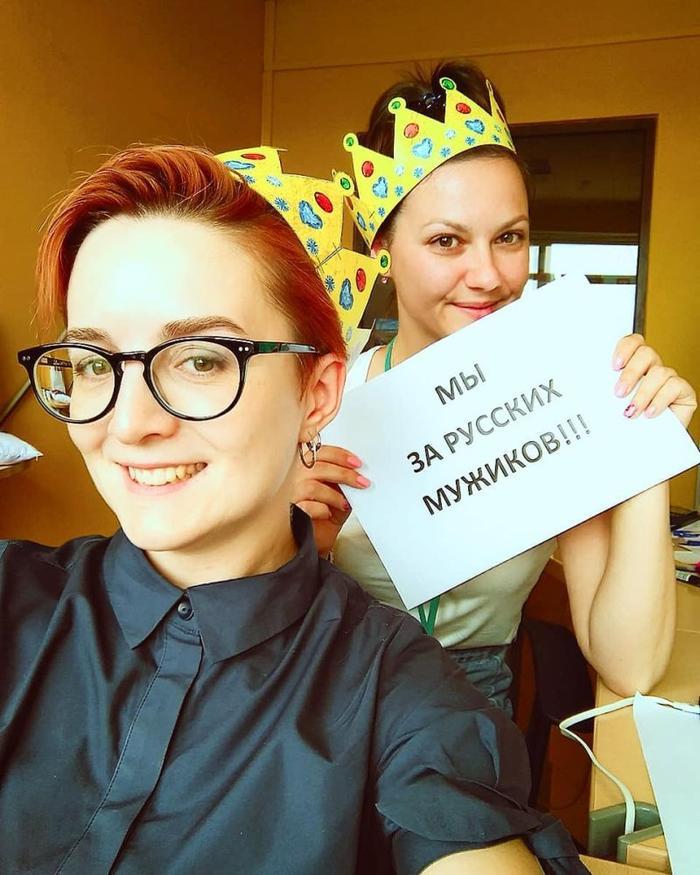Заставила лысый иностранец имеет русскую девушку видео мужчина ищет парня