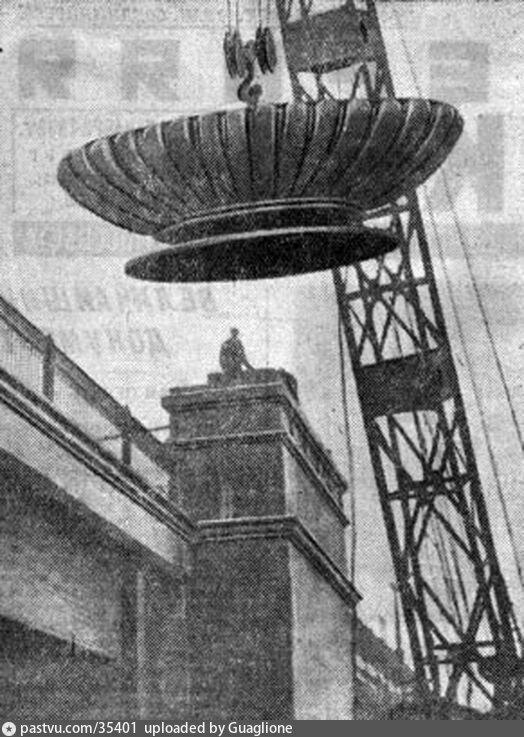 Установка вазы на метромост, 1936-1937.