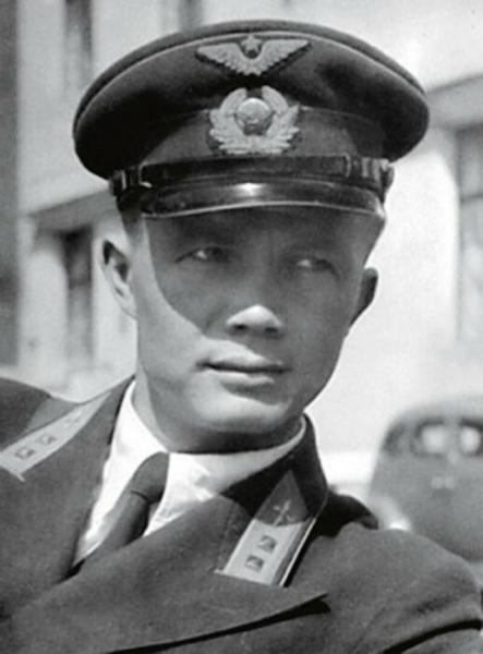 Ребята первых советских руководителей на фронте, или Как служилось в армии «золотой молодежи»
