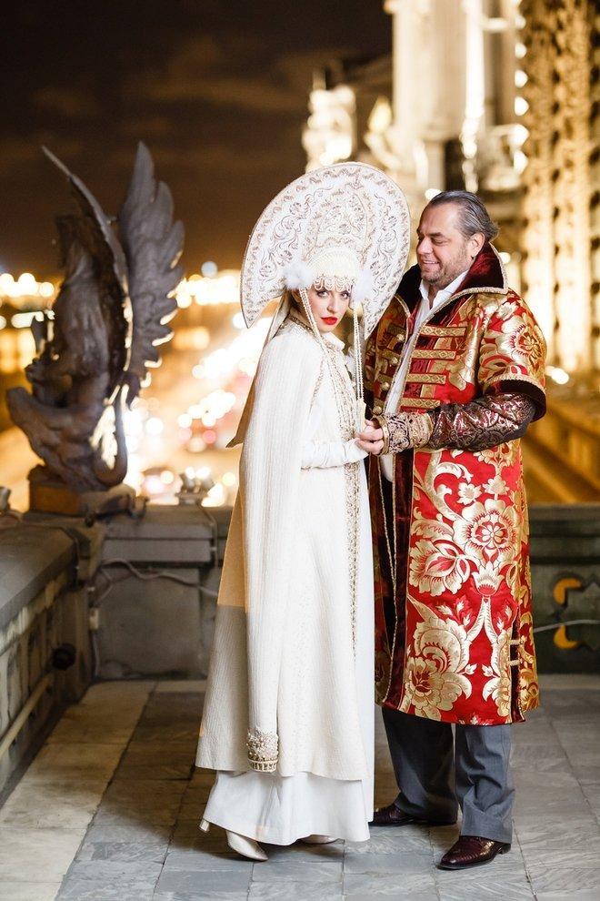 Пир во время чумы. Главный «похоронщик» повеселился на своей годовщине в дворце годовщина, интересное, новости, свадьба
