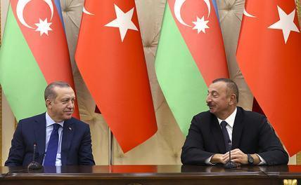 На фото (слева направо): президент Турции Реджеп Тайип Эрдоган и президент Азербайджана Ильхам Алиев