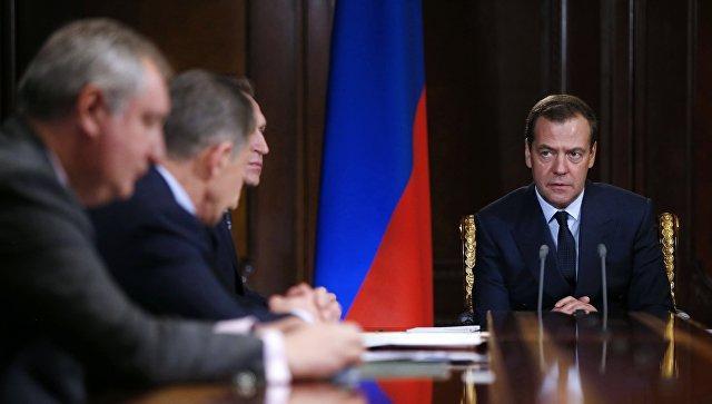 Картинки по запросу дмитрий медведев проводит совещание кабмина