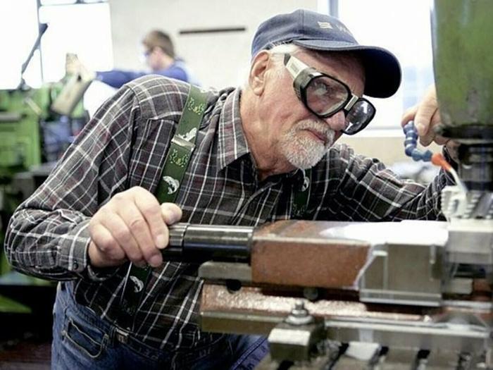 работающий пенсионер . фото с сайта Яндекс-картинки