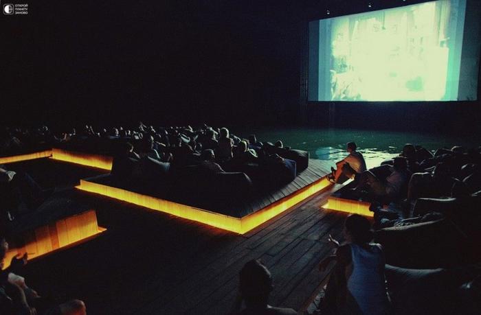 Плавающий кинотеатр в Таиланде 3