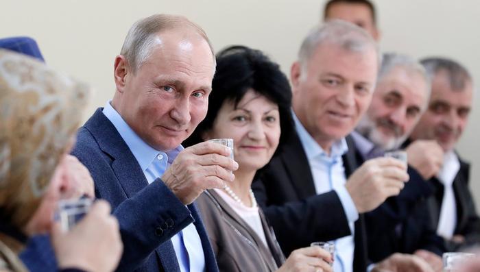 ВЦИОМ и народ не подведут президента
