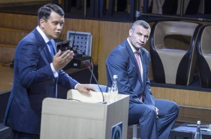 Пока украинцы переваривают странные заявления представителей власти о готовности к ядерному шантажу всего мира,...